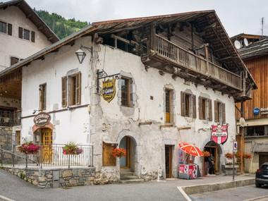 Rare à la vente : ensemble immobilier au cœur du village